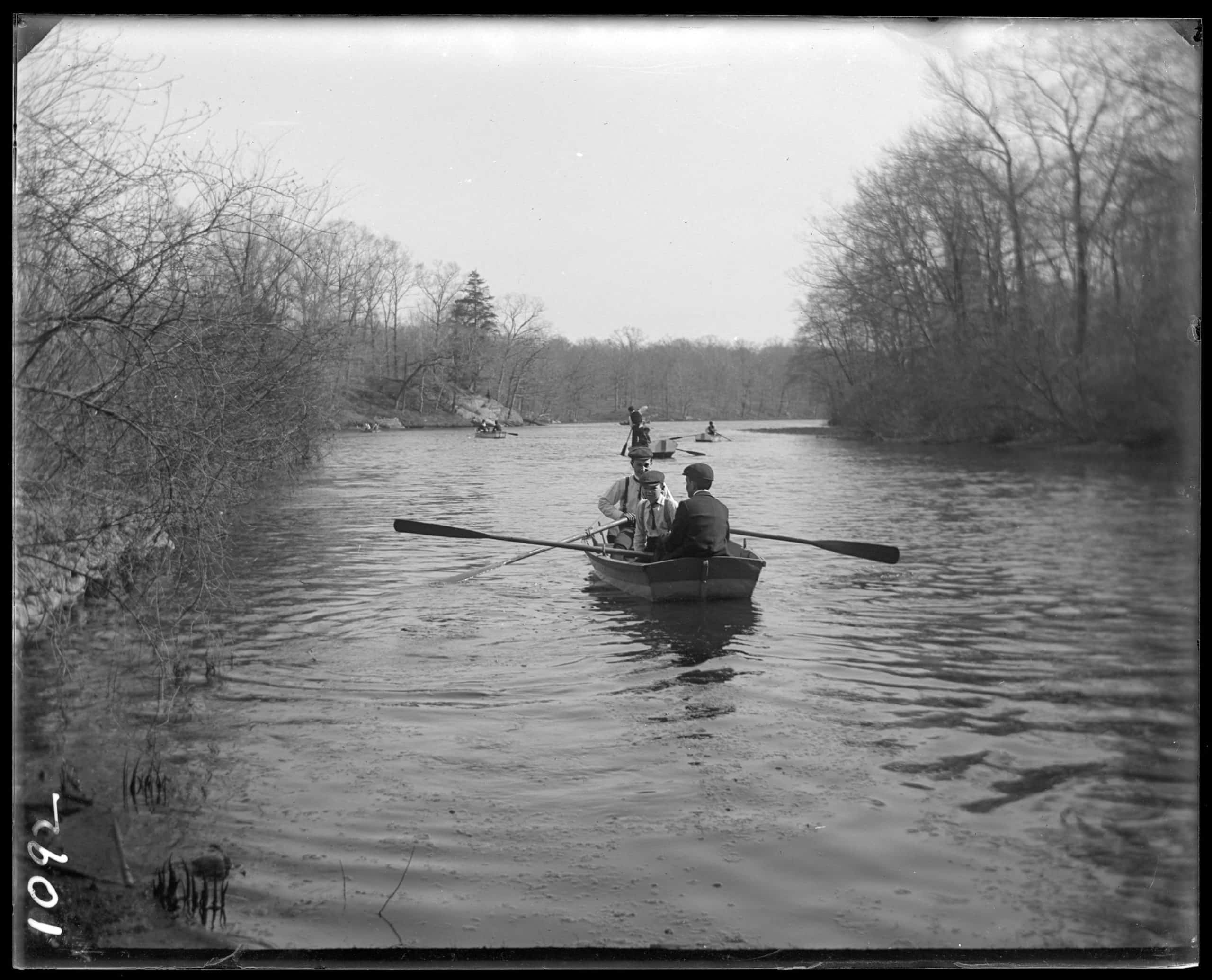 Row boats on the Bronx River Bronx N.Y. undated c. 1899 - New-York Historical Society